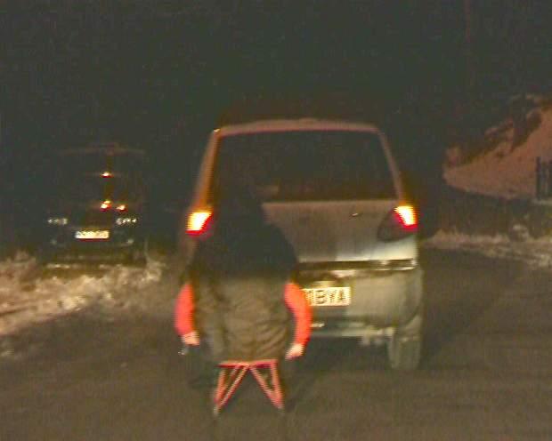 sanie trasa pe asfalt noaptea
