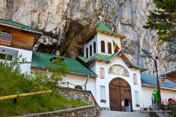 Sinaia - Cabana Cuibul Dorului - Saua Dichiului - Bolboci - Padina - Pestera si retur