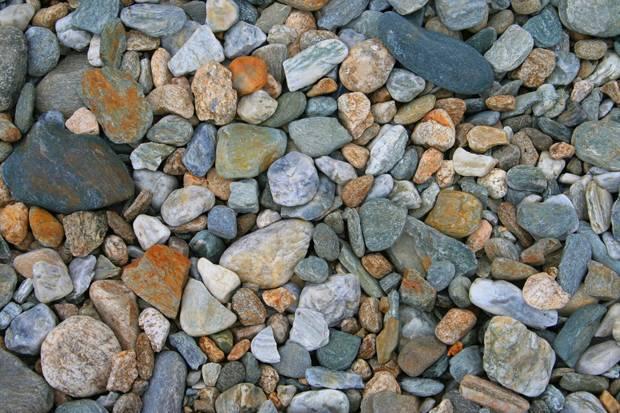 bolovani mici pietre pietricele