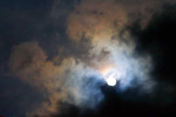 luna cu nori