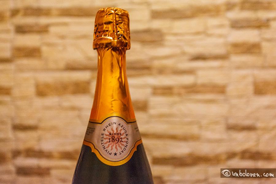 22. O şampanie